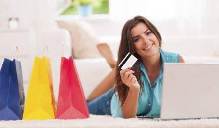 Chica compra por Internet