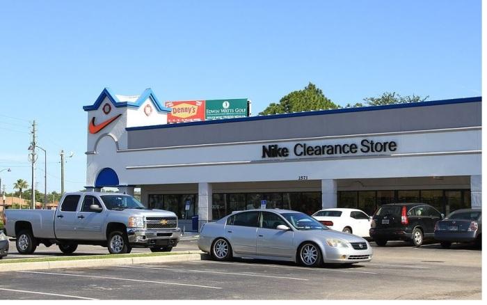clearance-center nike fachada.jpg